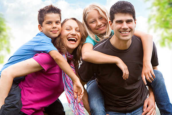 นักเรียนโรงเรียนแห่งหนึ่งออกอ้าง โรงเรียนและบ้านคือหนทางแห่งความสำเร็จในวิชาการ